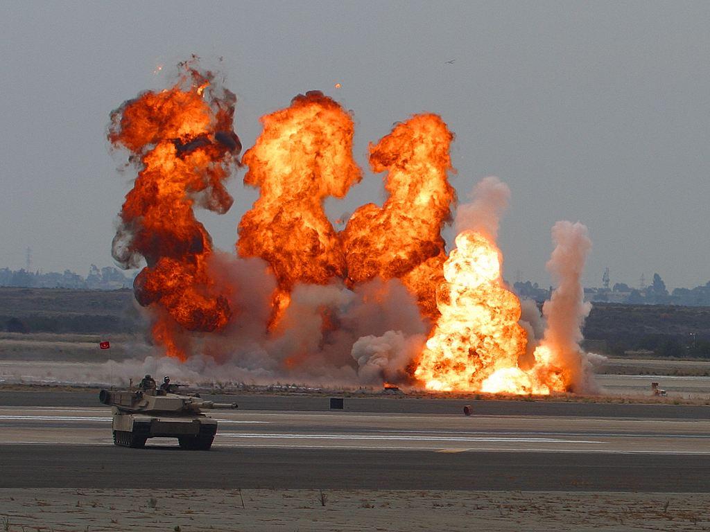 Explosions_at_Miramar_Airshow