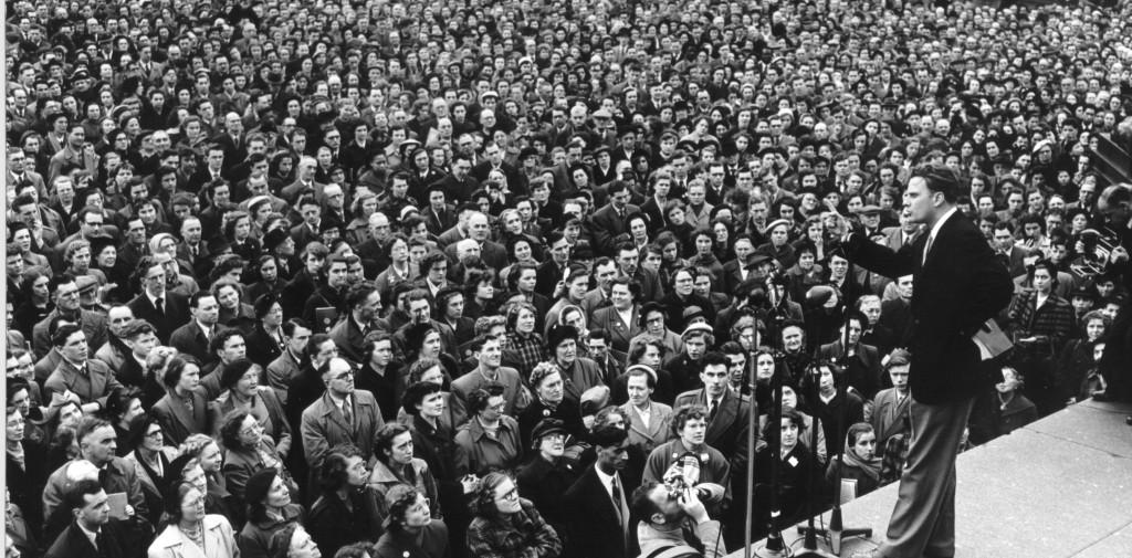 Billy-Graham-Preaching-full-stadium1-e1345221312685
