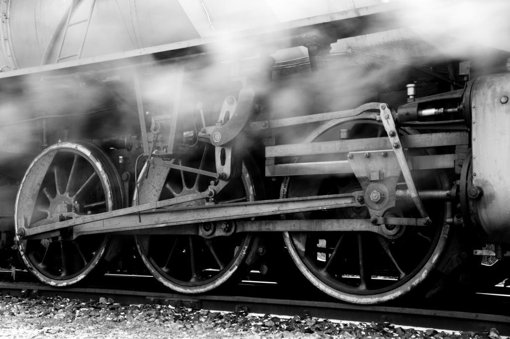 Steam_locomotive_running_gea