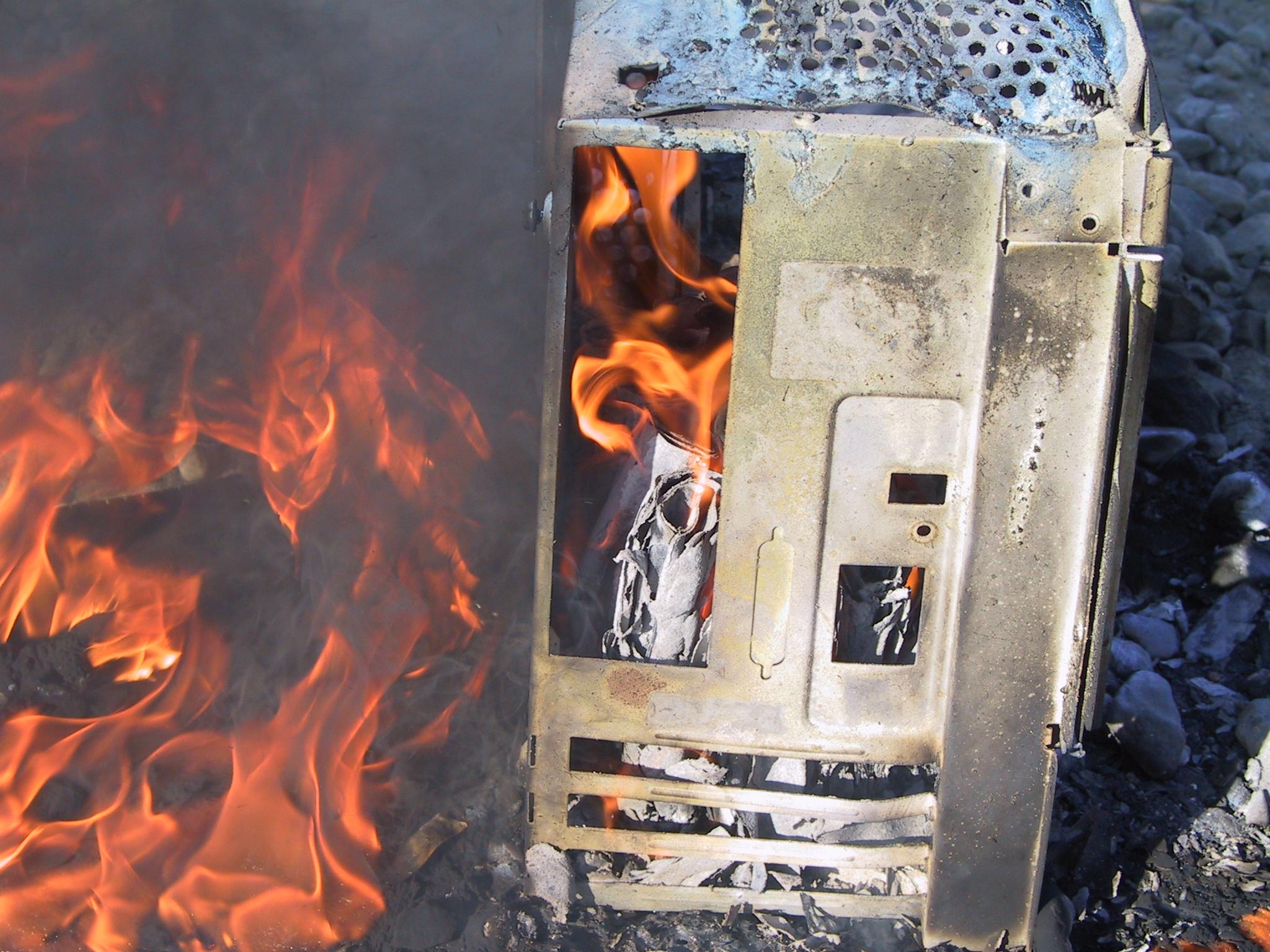 Exploding-Computer-04-15-05-048.jpg